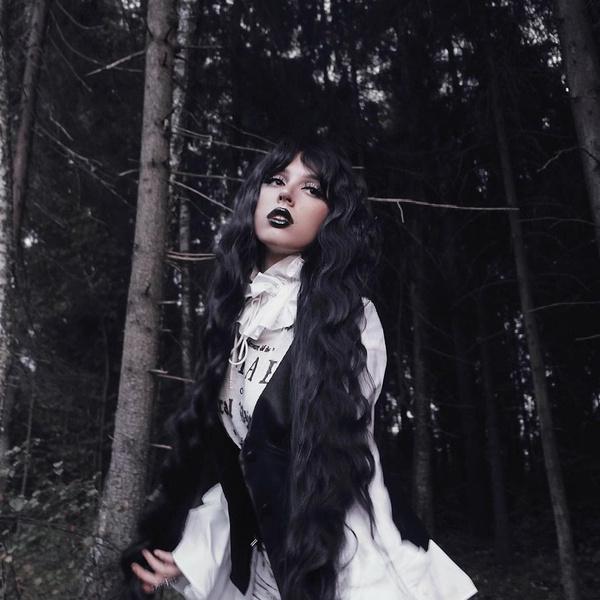 Фото №1 - К Хэллоуину готова: Катя Клэп показала оригинальный макияж в готическом стиле