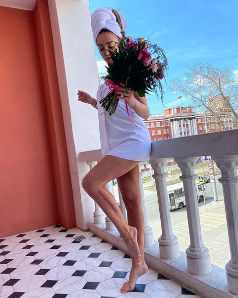 Ольга Бузова: голая на балконе, без фотошопа, похудела