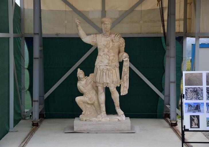 Фото №1 - В Турции нашли статую Траяна