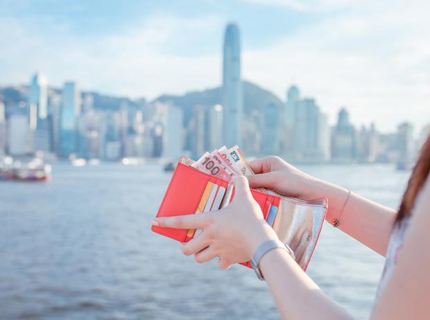 Фото №1 - Тратить с умом: 7 правил экономичного летнего отдыха