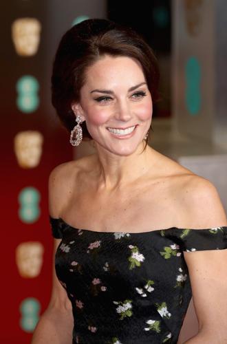 Фото №2 - Талант скромности: герцогиня Кембриджская на церемонии BAFTA