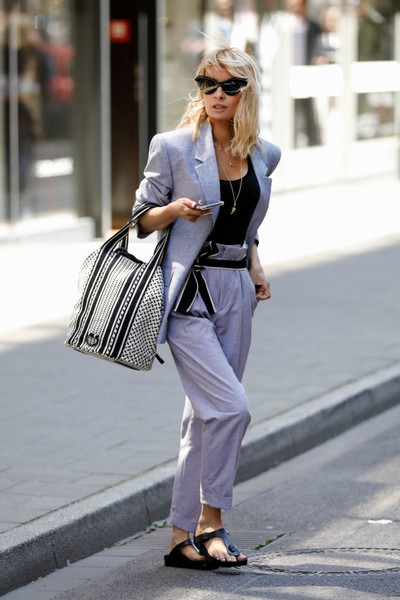 Фото №2 - Модный тренд: что такое биркенштоки и почему их носят все