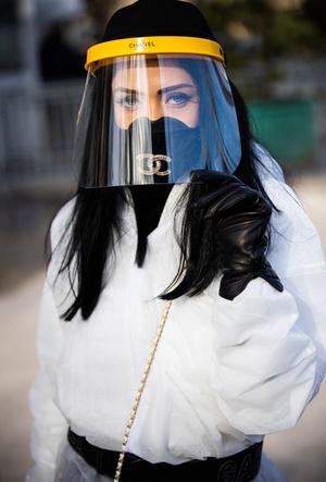 Фото №2 - Новая норма: как защитные маски стали главным трендом года