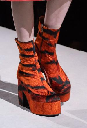 Фото №31 - Самая модная обувь весны и лета 2020: советы дизайнеров