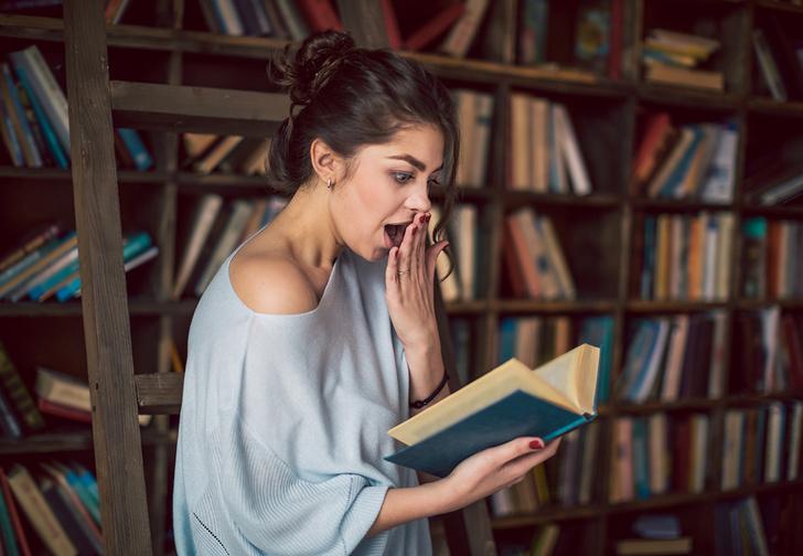 Фото №1 - Твит дня: библиотекарь нашла в книге лепешку, которую использовали как закладку (фото)