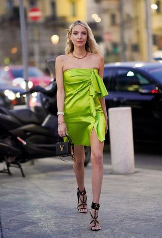 Фото №13 - В офис и на свидание: как носить модные неоновые оттенки