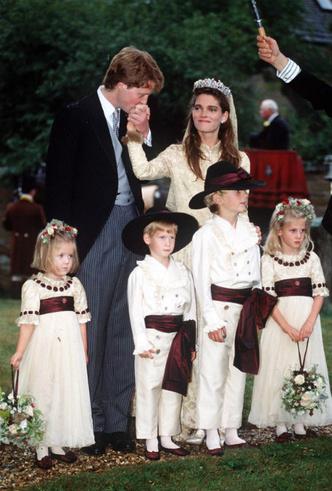 Фото №4 - Чужой во дворце: почему семья Дианы всегда была ближе Гарри, чем Виндзоры
