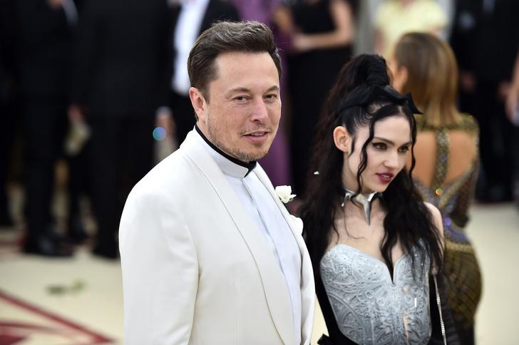 Фото №1 - Илон Маск расстался с певицей Граймс. Рассказываем, почему так произошло и как они будут жить