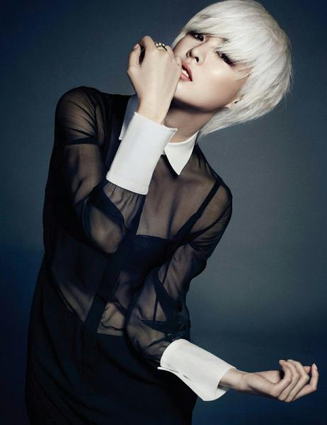 Фото №9 - K-pop style: 13 образов девушек-айдолов, рискнувших надеть просвечивающую одежду
