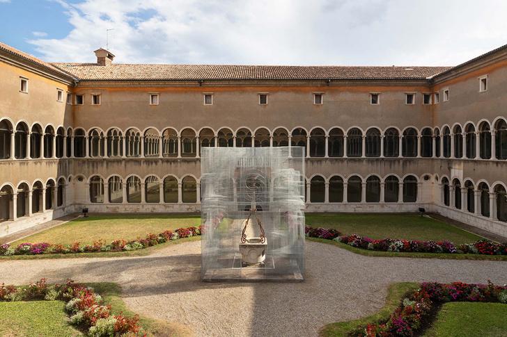 Фото №1 - Эфемерная инсталляция из проволочной сетки в Равенне