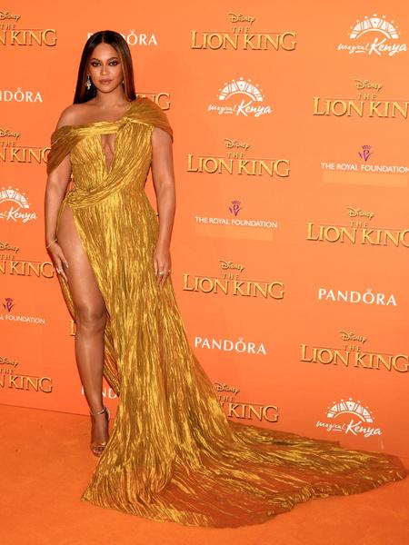 Фото №1 - Бейонсе сверкнула целлюлитом в золотом платье