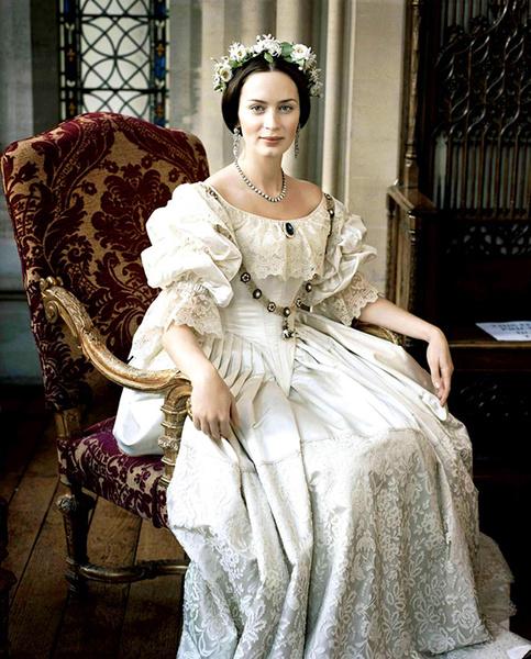 Фото №10 - 10 самых красивых свадебных платьев в истории кино