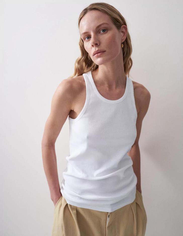 Фото №8 - Вы ее искали: где купить идеальную белую майку в рубчик