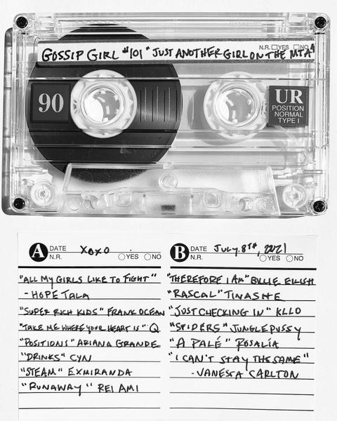 Фото №3 - Хочешь знать, какие треки играют в новой «Сплетницы»? Сейчас расскажем 🎵😍