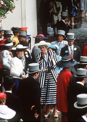 Фото №17 - Никто не идеален: самые неудачные наряды принцессы Дианы