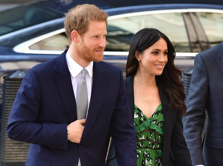 Фото №1 - Новый выход принца Гарри и Меган Маркл (и она повторяется в нарядах)