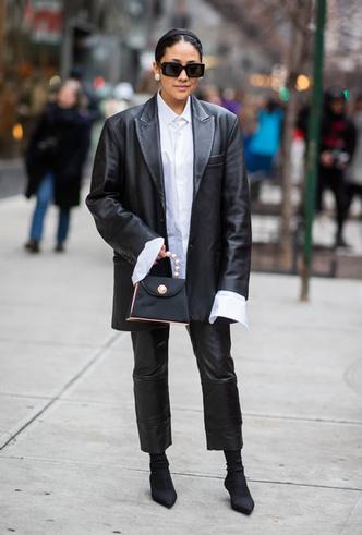 Фото №4 - Как носить кожаные брюки: самые стильные и простые сочетания