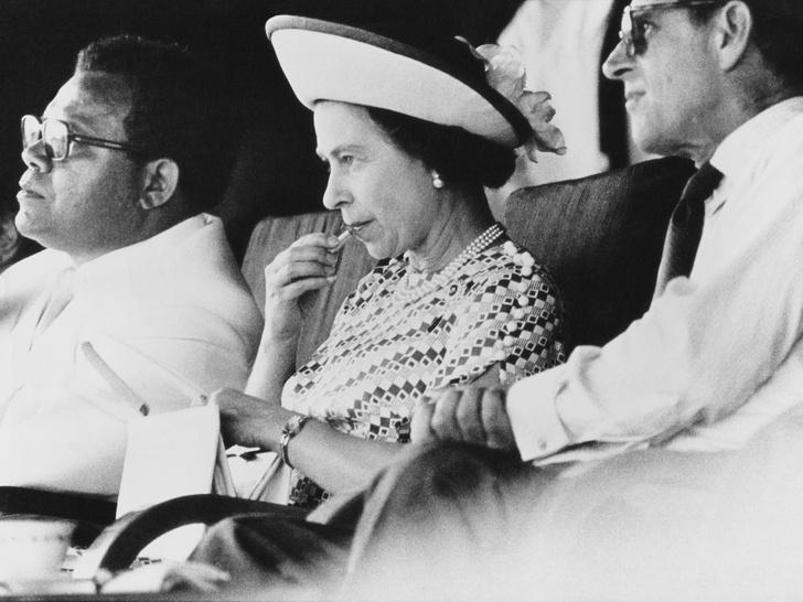 Фото №3 - Почему Королева всегда делает макияж сама (кроме одного раза в году)