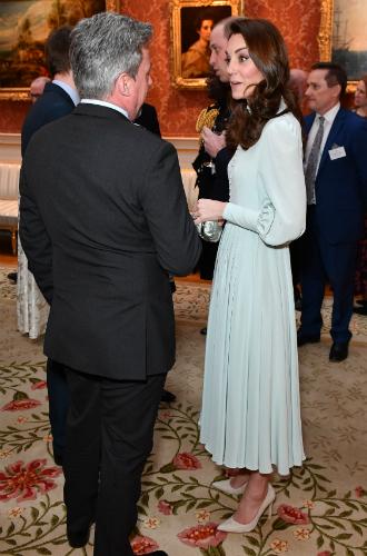 Фото №4 - Как герцогиня Кейт укрепила свои позиции в королевской семье с помощью всего одного платья