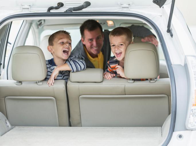 Фото №1 - Такси с двумя автокреслами: теперь это возможно!