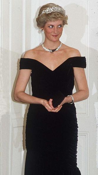 Фото №5 - Как серьезно нарушить протокол и всех покорить: модный рецепт от любимой невестки Королевы