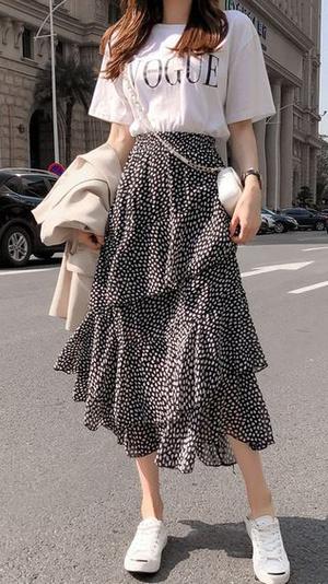 Фото №5 - Тренды 2021: модные юбки, к которым подойдут любые кроссовки