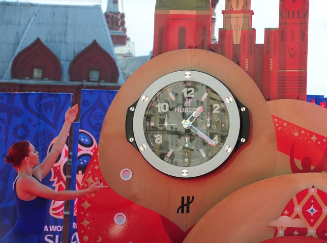 Фото №2 - Обратный отсчет: гигантские часы Hublot на Манежной площади