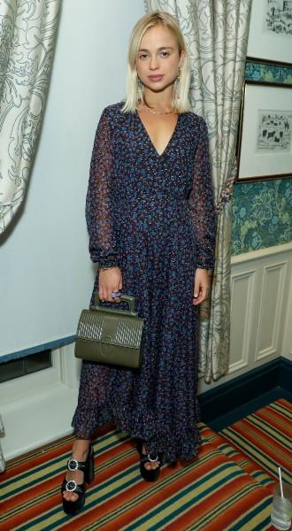 Фото №11 - Модный букет: как королевские особы носят цветочный принт