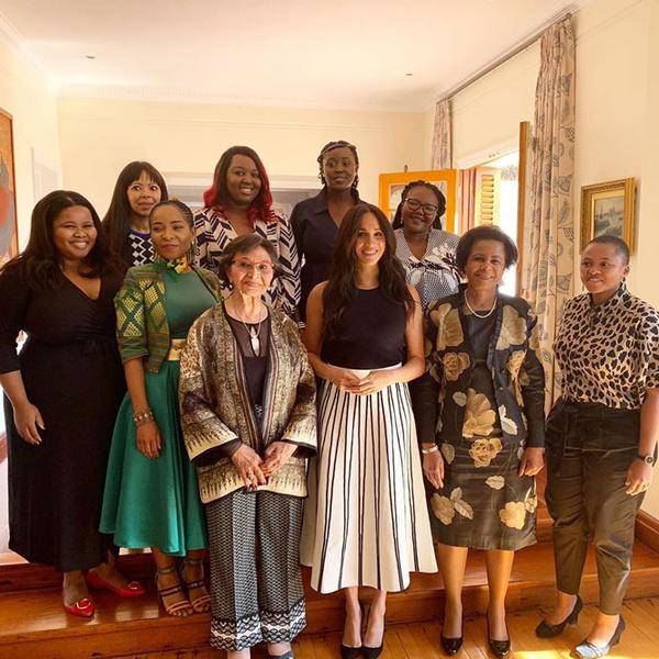 Фото №39 - Все наряды герцогини Меган в туре по городам Южной Африки