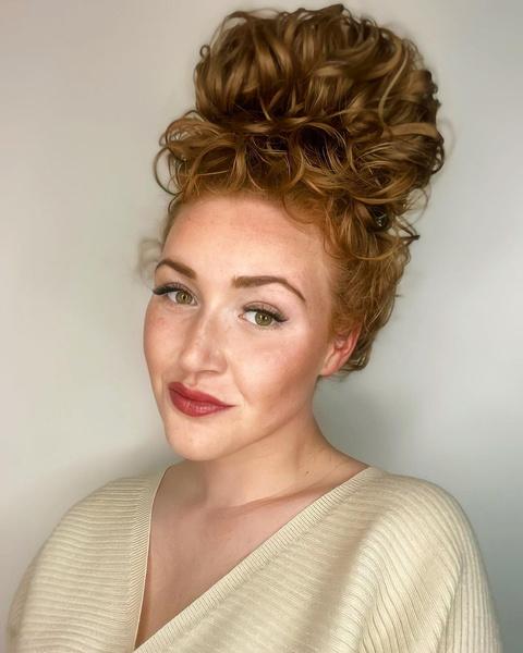 Фото №5 - Если волосы пушатся: 7 простых и стильных причесок для непослушных волос