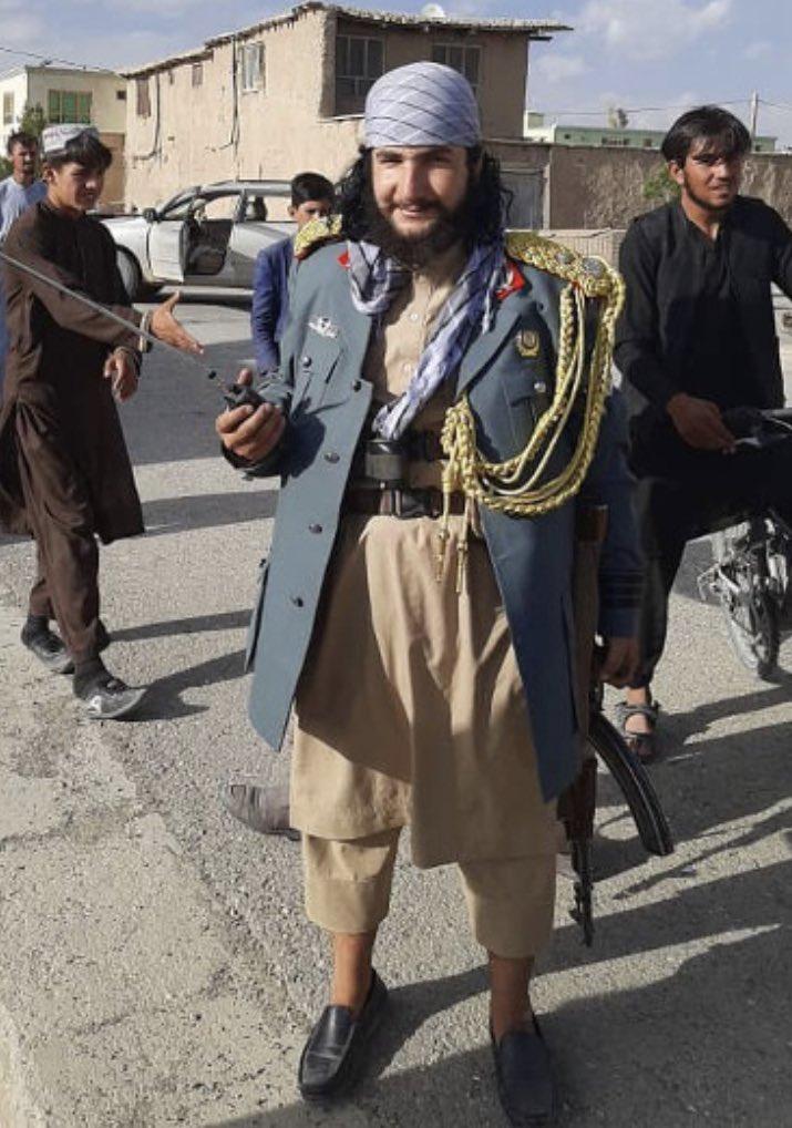 Фото №4 - В Интернете нашли самых модных боевиков из Афганистана (галерея и немного фотожаб)