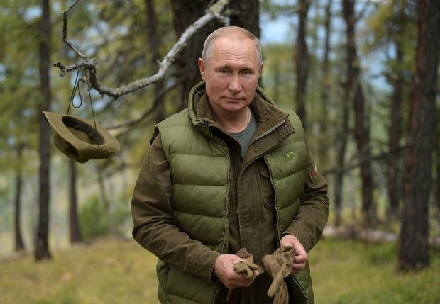 Фото №1 - «Скучно, девочки!». Цитатами из каких фильмов и книг разговаривает Владимир Путин