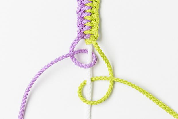 Фото №19 - Мастер-класс: Плетем фенечки