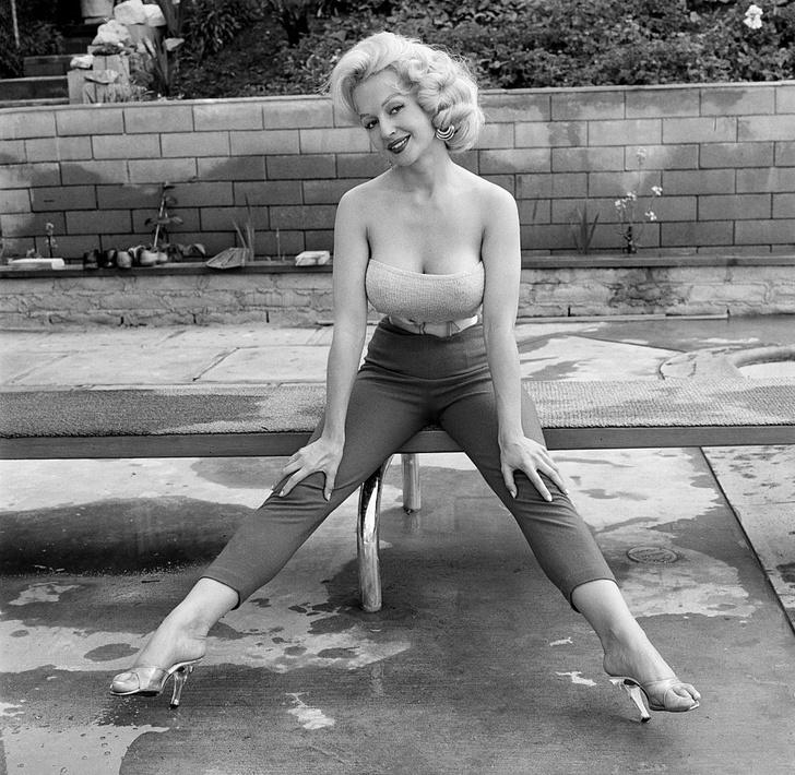 Фото №7 - Не только Мэрилин Монро: еще шесть шикарных блондинок 1950-х