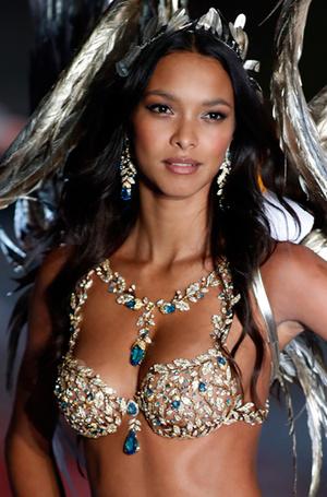 Фото №46 - Полцарства за бюстгальтер: как выглядят все драгоценные Fantasy Bra Victoria's Secret