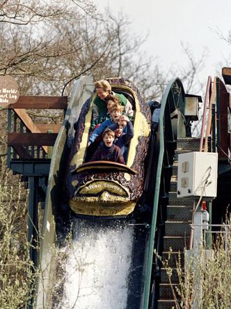 Фото №2 - Совсем не весело: почему совместные вылазки с Дианой и Гарри расстраивали Уильяма