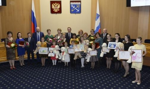 Фото №1 - В Ленобласти назвали любимых детских врачей