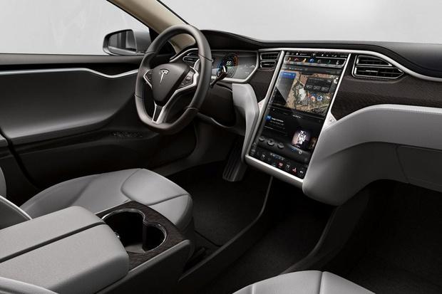 Фото №2 - Tesla улучшила динамику своих автомобилей через Сеть
