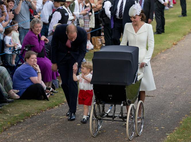 Фото №26 - Самые трогательные моменты крестин детей герцогов Кембриджских