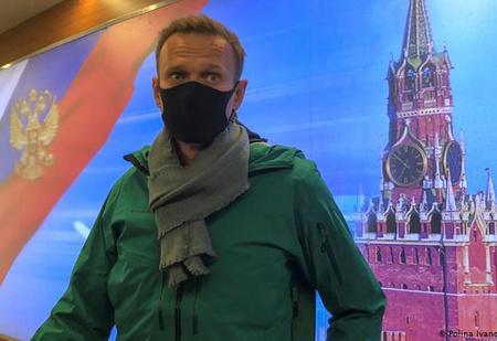 «Встреча во Внукове»: реакция соцсетей и властей на возвращение и задержание Навального