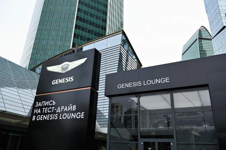 Фото №2 - Смотрите видео с чтений главреда MAXIM Александра Маленкова в Genesis Lounge