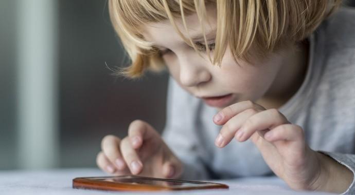 Электронные игрушки могут задерживать развитие речи