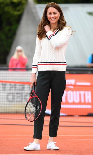 Фото №17 - Клетка, джинсы и костюмы: все наряды герцогини Кейт в туре по Шотландии