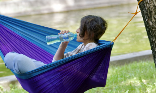 Фото №1 - Эндокринолог: Стресс надо запивать, а не заедать