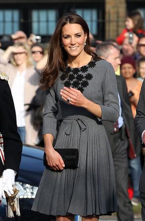 Фото №15 - Королевский дресс-код: любимые сумки герцогини Кембриджской