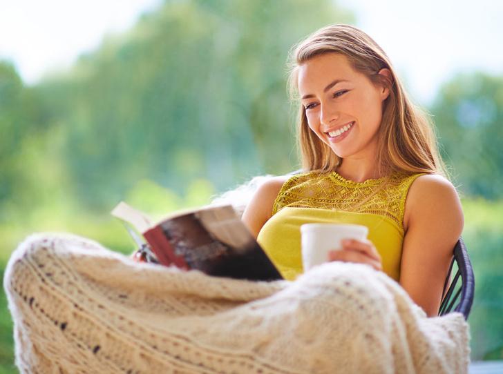 Фото №1 - 10 книг, которые согреют не хуже горячего чая