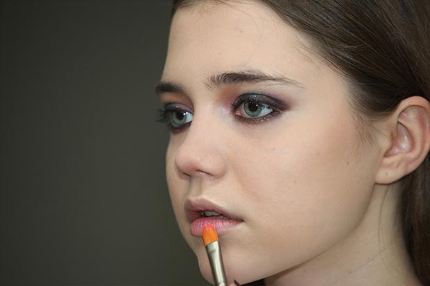 Фото №1 - Новогодний макияж: Сверкающие тени