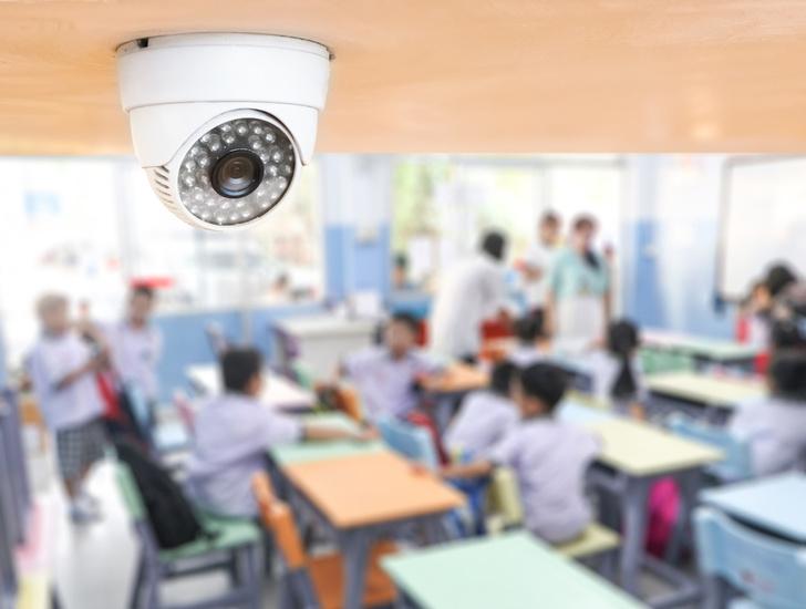 Фото №1 - В российских школах хотят поставить камеры с распознаванием лиц