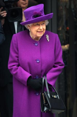 Фото №2 - Все оттенки сирени: как королевские особы носят фиолетовый цвет