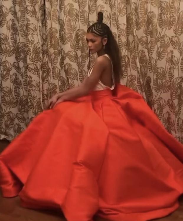 Фото №5 - Хрупкий цветок: Зендая в платье Valentino Couture